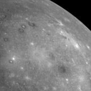 Фрагмент нового снимка Меркурия показывает участок, ранее не фотографировавшийся космическими аппаратами (фото NASA/Johns Hopkins University Applied Physics Laboratory/Carnegie Institution of Washington).