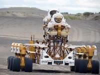 Колесный луноход, разработанный в Космическом центре Джонсона. Фото NASA