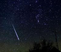 Метеор из потока Геминид, 2004 год. Автор снимка Alan Dyer