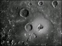 Судя по кратерам, вулканы на планете были активными в ранний период ее развития
